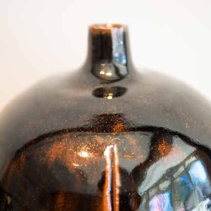 Seto and Mino Ware - Hori Toshiro - Iron glazed Jar - Detail